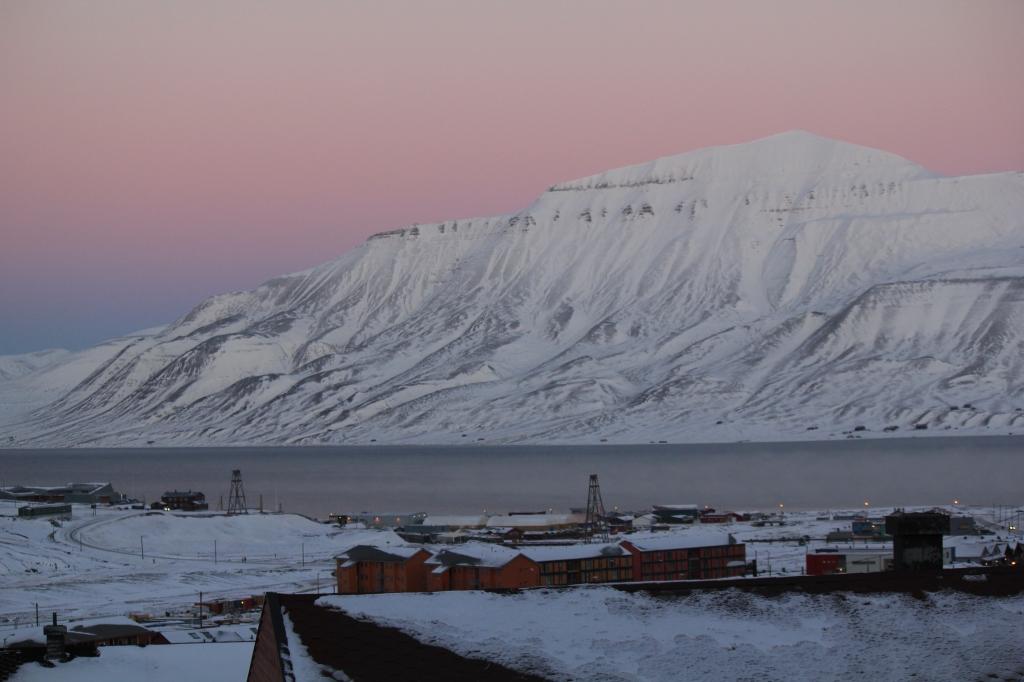 Longyearbyen dawn (mid-morning)